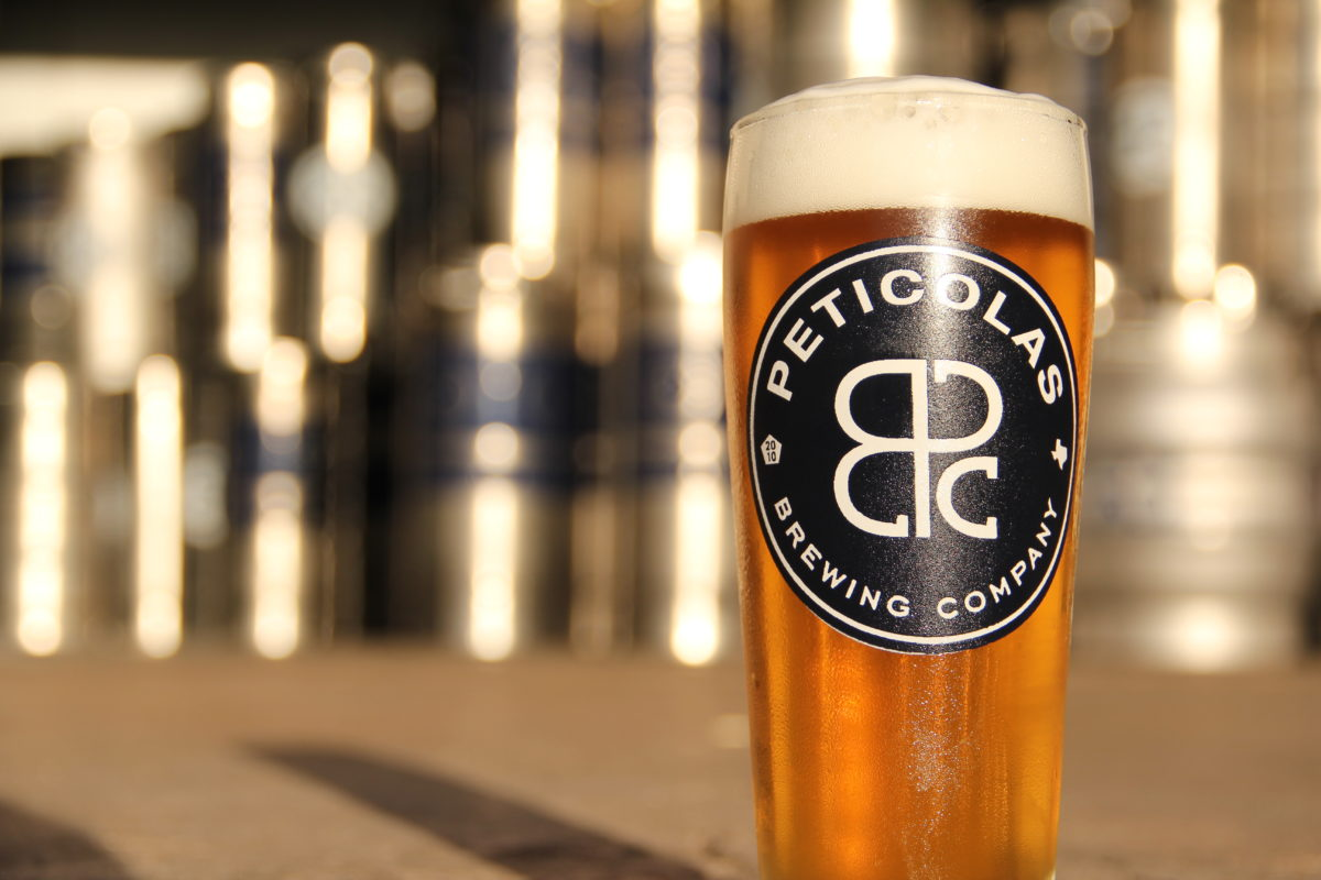 draft pour of peticolas beer